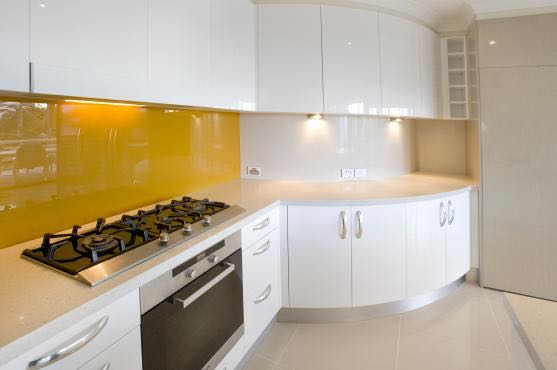 Perk up your kitchen with a splash of yellow like this Goolwa client did with our coloured glass splashbacks