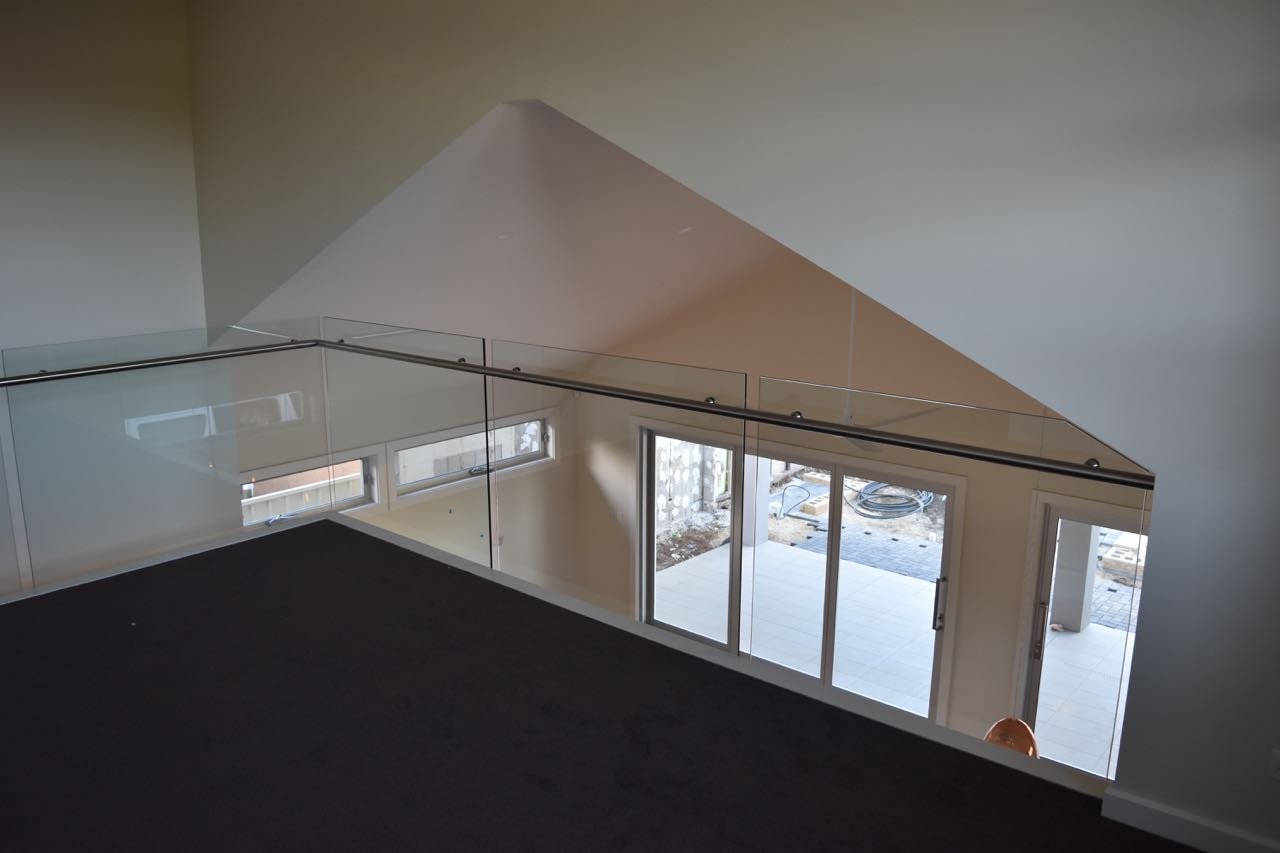 Adelaide Balustrading Guys specialize in frameless and semi frameless glass balustrades for residential staircases2